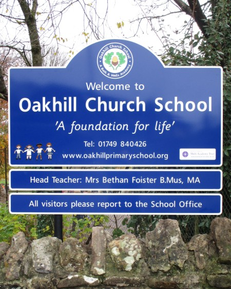 school signs post mounted at Oakhill Church School